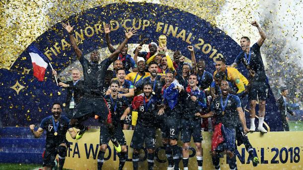 Peu de personne avait parié sur eux avant le début du Mondial en Russie. Et pourtant les Bleus de Didier Deschamps ont remporté pour la deuxième fois de leur histoire la Coupe du monde au bout d'une finale maîtrisée face à la Croatie (4-2). Incontestablement l'évènement sportif de l'année pour tout un peuple.