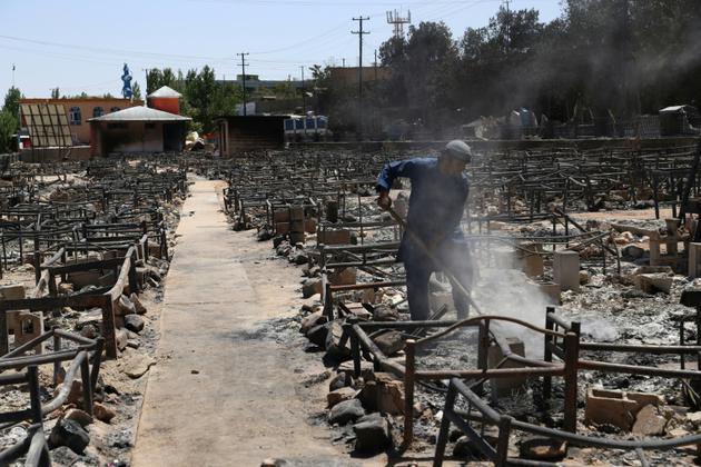 Les décombres d'un marché incendié par des Talibans, à Ghazni, le 15 août 2018 [ZAKERIA HASHIMI / AFP/Archives]