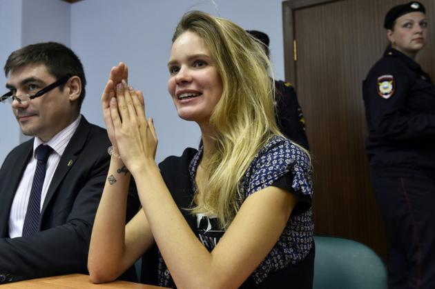 Veronika Nikoulchina, membre du groupe contestataire russe Pussy Riot, lors d'une audience judiciaire à Moscou le 23 juillet 2018, après 15 jours de détention suite à une intrusion sur le terrain durant la finale de la Coupe du Monde de football [Vasily MAXIMOV  / AFP/Archives]