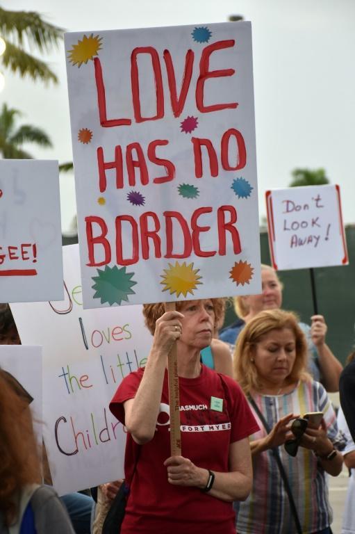 Une manifestation en Floride de défenseurs des migrants le 12 juillet [GASTON DE CARDENAS / AFP]