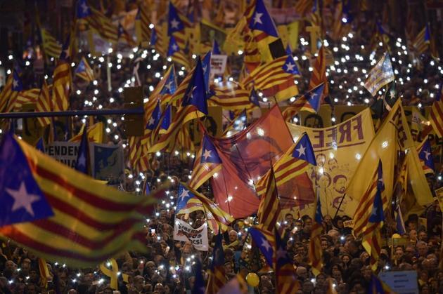 Des indépendantistes catalans manifestent contre le procès intenté à leurs dirigeants, le 16 février 2019 à Barcelone [LLUIS GENE / AFP/Archives]