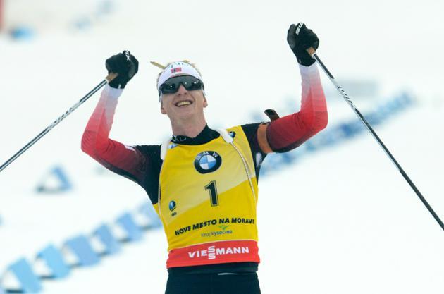 Le biathlète norvégien Johannes Boe exulte dans l'aire d'arrivée après avoir remporté la Mass Star de Nove Mesto, le 23 décembre 2018 [Michal CIZEK / AFP]