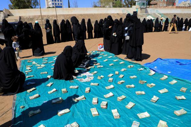 Des femmes manifestent le 10 novembre 2018 dans la capitale yéménite, Sanaa, leur soutien aux rebelles Houthis face aux forces progouvernementales qui mènent une offensive pour reprendre la ville de Hodeida [Mohammed HUWAIS / AFP]