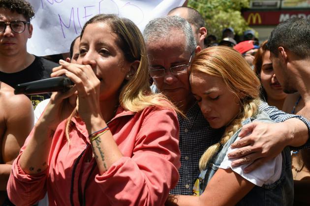 """Rafaela Requesens, soeur du député d'opposition Juan Requesens, arrêté sous l'accusation d'avoir soutenu """"l'attentat"""" contre le président Maduro, lors d'une manifestation pour réclamer sa libération, le 11 août 2018 à Caracas, au Venezuela [Federico PARRA / AFP]"""