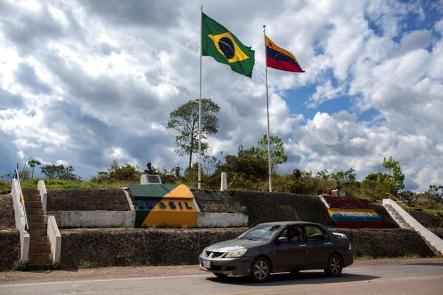 La frontière entre le Brésil et le Vénézuela, à Pacaraima, Etat de Roraima, dans le nord du Brésil, où des heurts ont éclaté samedi avec des réfugiés vénézueliens. Le 27 février 2018. [Mauro PIMENTEL / AFP/Archives]