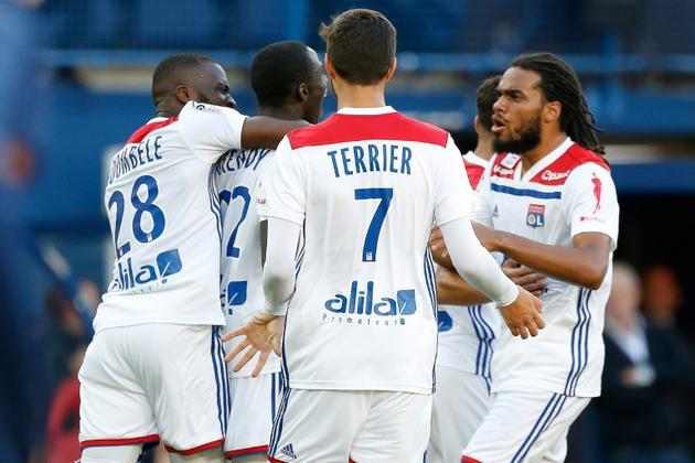 Le défenseur de Lyon Ferland Mendy (2e g) buteur lors du match à Caen le 15 septembre 2018 [CHARLY TRIBALLEAU / AFP]