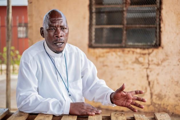Le pasteur Kenneth Ngakane, dans le township de Tlhabologang à Coligny, dans le nord de l'Afrique du Sud,le 14 avril 2019 [LUCA SOLA / AFP]