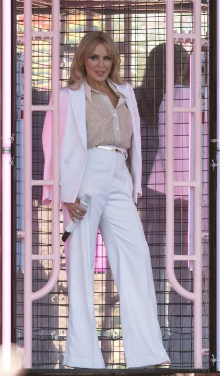 La chanteuse australienne Kylie Minogue sur scène lors du festival de Glastonbury (sud-ouest de l'Angleterre), le 30 juin 2019   [OLI SCARFF / AFP]