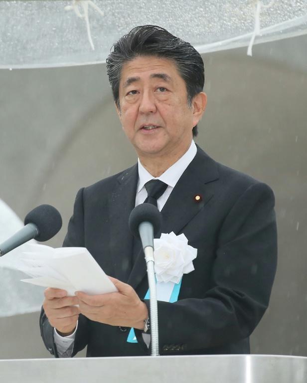 Le Premier ministre japonais Shizo Abe fait une déclaration lors des cérémonies pour le 74e anniversaire de l'attaque nucléaire sur Hiroshima, le 6 août 2019 au Mémorial pour la paix à Hiroshima [JIJI PRESS / JIJI PRESS/AFP]