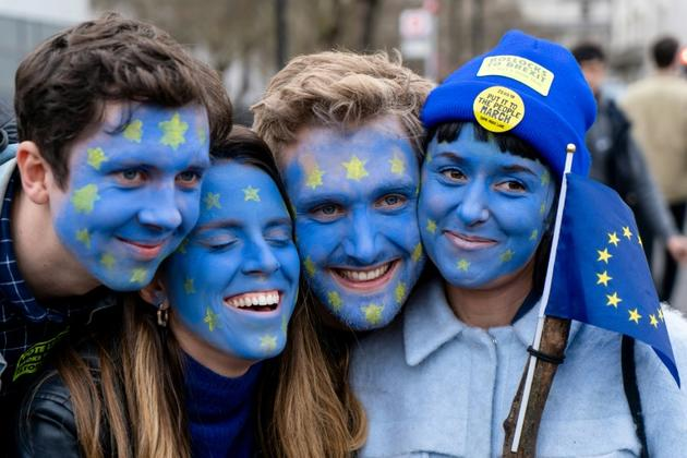 Des participants à la manifestation anti-Brexit à Londres le 23 mars [Niklas HALLE'N / AFP]