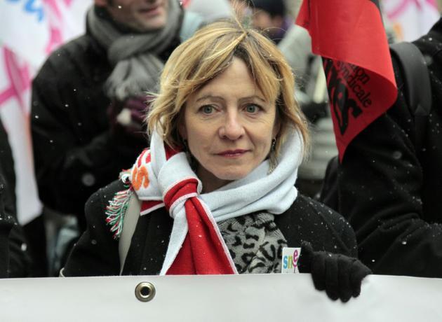 La secrétaire générale du Snes-FSU, Fréderique Rolet, dans une manifestation à Paris en le 1er décembre 2010 [JACQUES DEMARTHON / AFP/Archives]