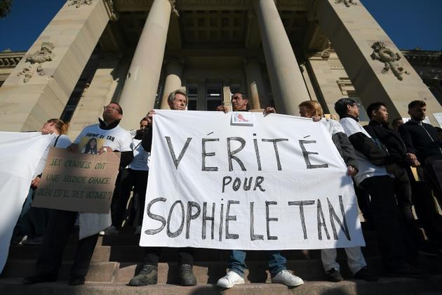 Manifestation devant le tribunal à Strasbourg le 5 octobre 2018 avec une banderole
