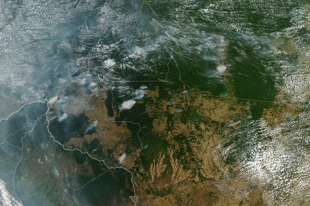 Photo publiée le 21 août 2019 par la NASA montrant plusieurs incendies dans les Etats brésiliens d'Amazonas, Para, Mato Grosso et Rondonia  [HO / NASA Earth Observatory/AFP]