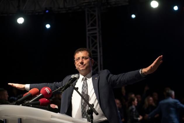 Ekrem Imamoglu, le maire d'Istanbul déchu de son mandat s'exprime devant ses partisans après l'annulation de sa victoire aux municipales, le 6 mai 2019 à Istanbul [Bulent Kilic / AFP/Archives]