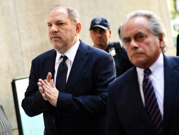 Le producteur déchu Harvey Weinstein et son avocat Ben Brafman (d) arrivent au tribunal de Manhattan, le 5 juin 2018 à New York [Don EMMERT / AFP/Archives]