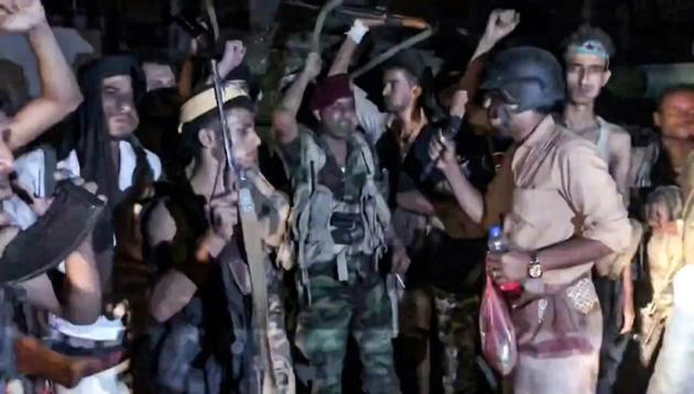 Capture d'écran d'une vidéo de l'AFP montrant des membres d'une force séparatiste scandant des slogans à Aden (Yémen), le 10 août 2019 [- / AFP]