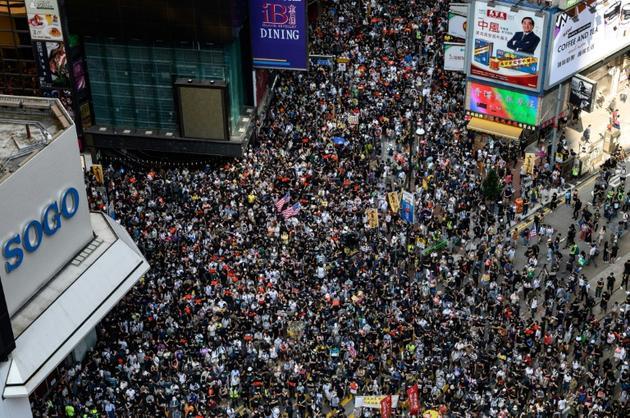 Manifestants pro-démocratie dans le quartier de Causeway Bay, à Hong Kong le 15 septembre 2019 [Philip FONG / AFP]