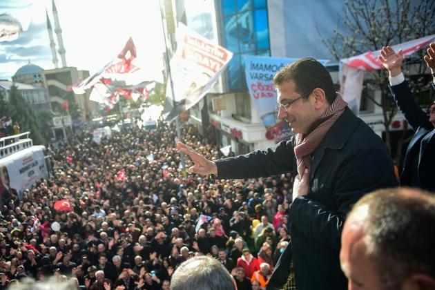 Ekrem Imamoglu, candidat du parti d'opposition CHP à la mairie d'Istanbul, lors d'un meeting de campagne, le 29 mars 2019 [Yasin AKGUL / AFP]
