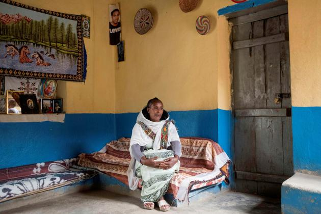 Abrahet Niguse, une commerçante qui accuse les Erythréens d'avoir enlevé son mari il y a 18 ans, lors de la guerre entre l'Ethiopie et l'Erythrée, photographiée le 12 juillet 2018 à Alitena.  [Maheder HAILESELASSIE TADESE / AFP]
