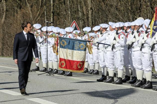 Emmanuel Macron fait la revue des troupes sur le plateau des Glières, haut lieu symbolique de la résistance, le 31 mars 2019 [ludovic MARIN / POOL/AFP]