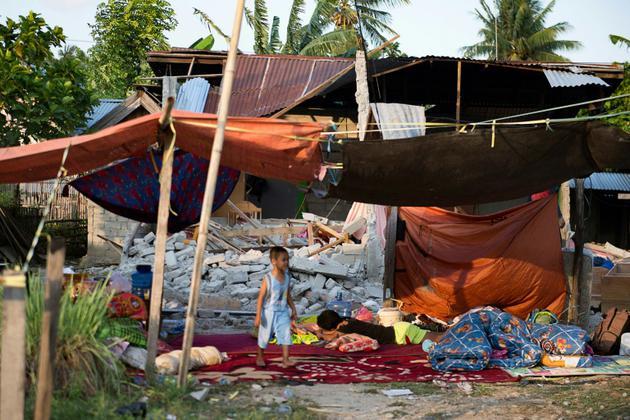 Les décombres d'une maison à Palu, dans l'île des Célèbes, après un séisme et le passage d'un tsunami, le 29 septembre 2018 [Bay ISMOYO / AFP]