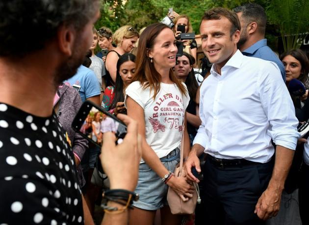 Le président Emmanuel Macron pose pour une photographie le 27 juillet 2019 à Bormes-les-Mimosas [GERARD JULIEN / AFP/Archives]