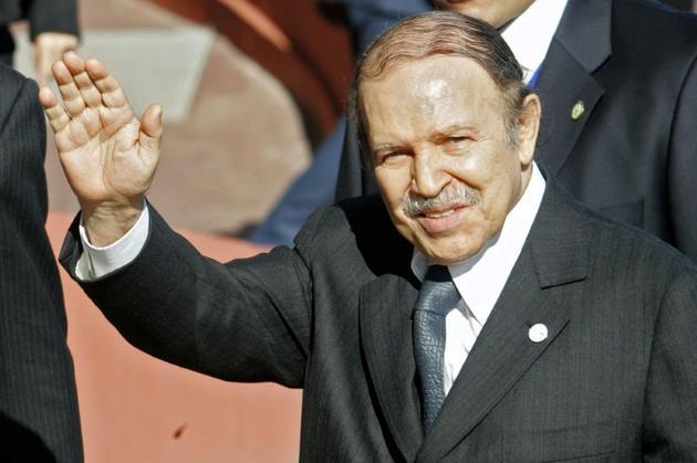 Le président démissionnaire algérien Abdelaziz Bouteflika, le 15 février 2007 lors d'un sommet France-Afrique à Cannes, dans le sud-est de la France [LIONEL CIRONNEAU / POOL/AFP/Archives]