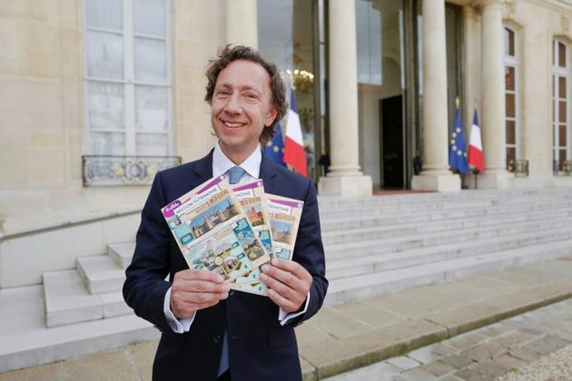 Stéphane Bern présente en mai 2018 des tickets du Loto du patrimoine [ludovic MARIN / AFP/Archives]