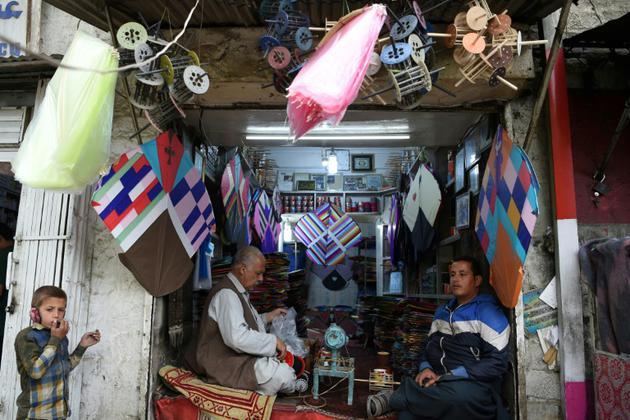 Boutique de cerfs-volants à Shor Bazaar à Kaboul le 13 avril 2018 [Wakil KOHSAR / AFP]
