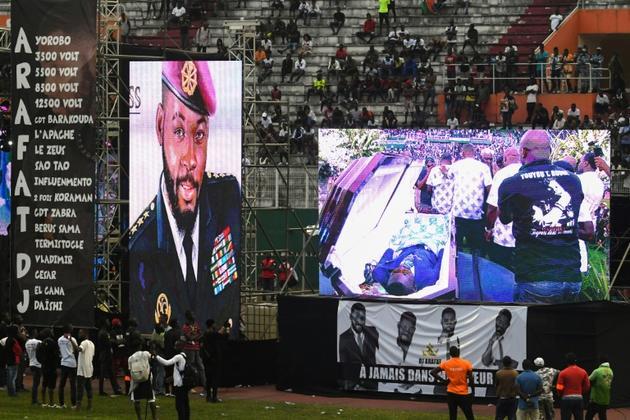 Le cercueil du chanteur ivoirien DJ Arafat est exposé au stade Félix Houphouet-Boigny pour des obsèques grandioses le 31 août 2019 à Abidjan.<br />  [ISSOUF SANOGO / AFP]