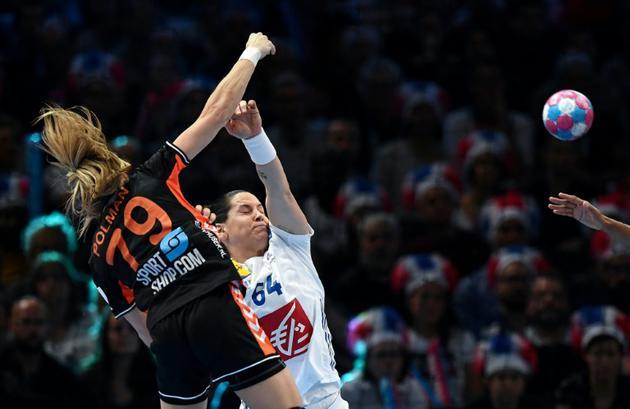La Française Alexandra Lacrabère (c) lors de la victoire face aux Pays-Bas lors de l'Euro le 14 décembre 2018 [FRANCK FIFE / AFP]