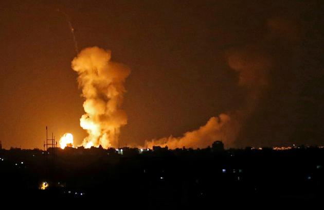 Bombardements israéliens contre la bane de Gaza, à Khan Younès, le 20 juillet 2018 [SAID KHATIB / AFP]