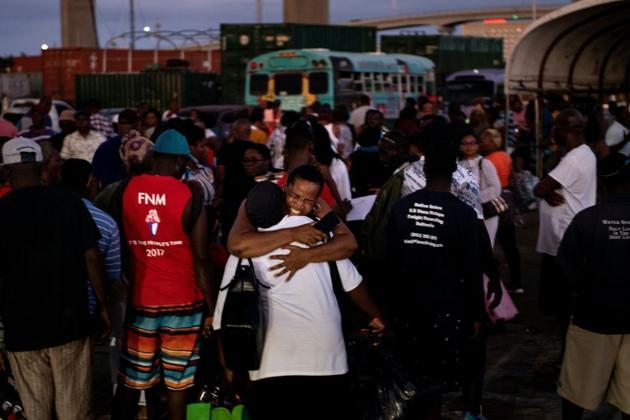 Des rescapés de l'ouragan Dorian arrivent au port de Nassau, la capitale des Bahamas, le 6 septembre 2019 [Brendan Smialowski / AFP]