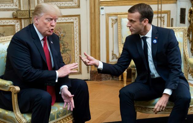 Le président américain Donald Trump s'entretient avec son homologue français Emmanuel Macron le 10 novembre 2018, au palais de l'Elysée à Paris. [SAUL LOEB / AFP]