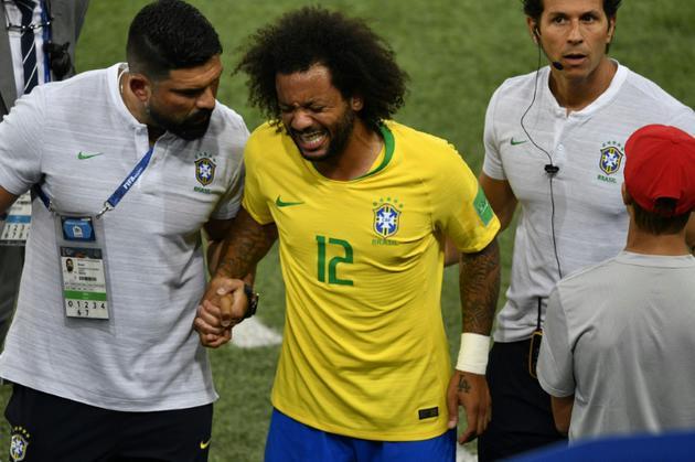 Le défenseur latéral gauche du Brésil Marcelo sort sur blessure lors du match contre la Serbie, le 27 juin 2018 à Moscou [Alexander NEMENOV / AFP]