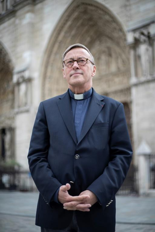 Le recteur de Notre-Dame Mgr Patrick Chauvet devant la cathédrale, à Paris, le 13 juin 2019 [Thomas SAMSON / AFP]