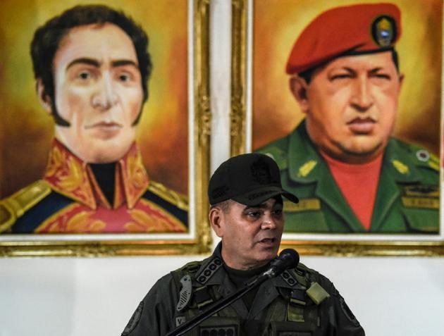 """Le ministre vénézuélien de la Défense Padrino Lopez s'exprime lors d'une conférence de presse le 5 août 2018 au lendemain d'un """"attentat"""" contre Nicolas Maduro.<br />  [Juan BARRETO / AFP]"""