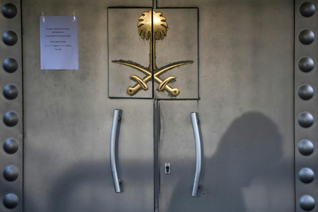 Les portes du consulat d'Arabie Saoudite à Istanbul, le 29 octobre 2018 [OZAN KOSE / AFP]