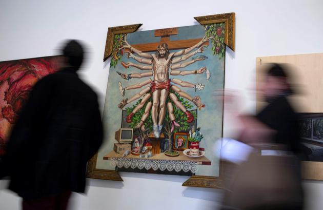 """L'exposition avait précédemment été annulée sous la pression d'une campagne menée par des groupes conservateurs qui l'avaient accusée de mettre en valeur la """"pédophilie"""" et la """"zoophilie"""", tout en dénigrant le christianisme [Mauro Pimentel / AFP/Archives]"""