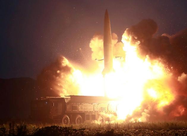 Image de l'agence officielle nord-coréenne KCNA montrant le lancement d'un missile le 6 août 2019 [KCNA VIA KNS / KCNA VIA KNS/AFP/Archives]