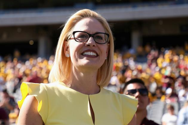 La candidate démocrate au Sénat américain, Kyrsten Sinema, le 3 novembre 2018 à Tempe, dans l'Arizona [Christian Petersen / GETTY IMAGES NORTH AMERICA/AFP/Archives]
