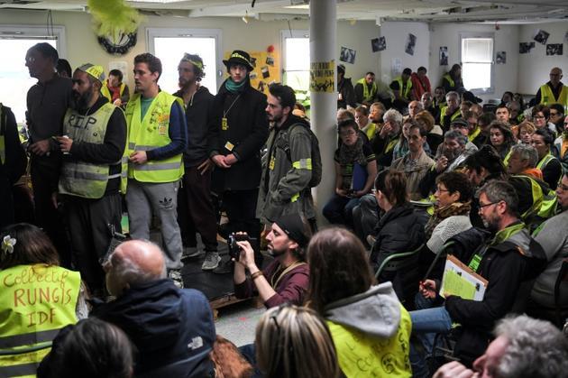 """Des """"gilets jaunes"""" participent à la deuxième """"Assemblée des assemblées"""" à la """"Maison du Peuple"""", le 5 avril 2019 à Saint-Nazaire [LOIC VENANCE / AFP]"""
