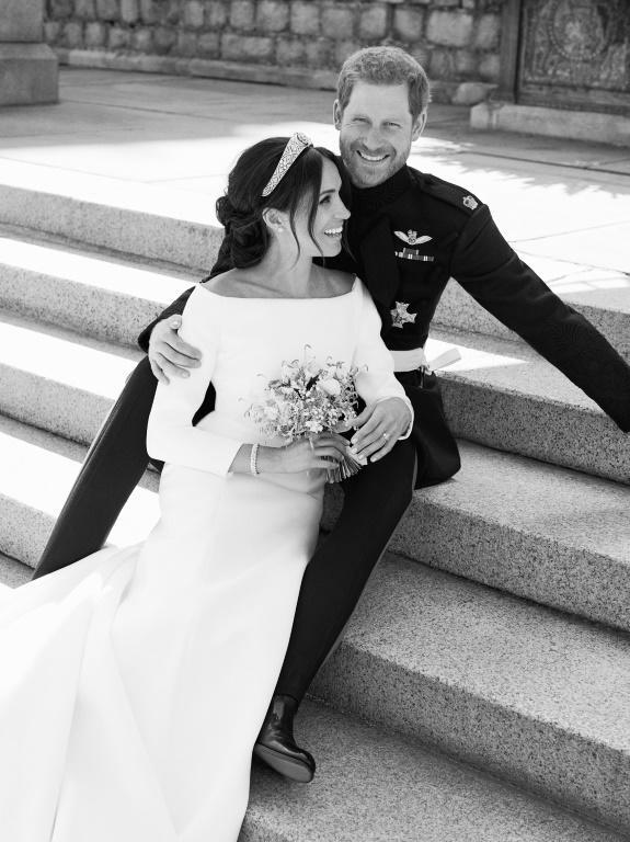 Photo officielle réalisée par le photographe Alexi Lubomirski et publiée par palais de Kensington le 21 mai 2018 montrant le prince Harry et son épouse Megan au chateau de Windsor, le 19 mai 2018 [Alexi Lubomirski / KENSINGTON PALACE/AFP]
