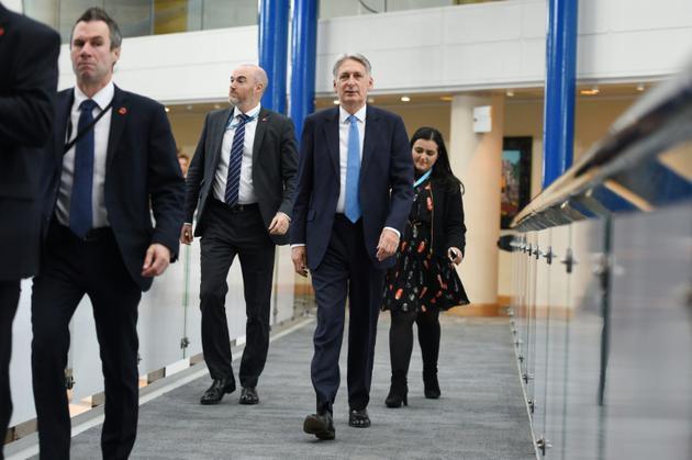 Le ministre britannique des Finances Philip Hammond (C) arrive au centre où se déroule le congrès annuel des Tories, à Birmingham le 2 octobre 2018 [Oli SCARFF                           / AFP]