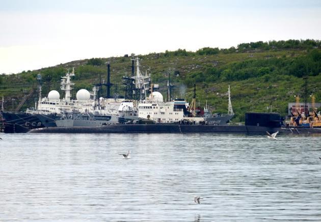 Un sous-marin non identifié dans le port de Severomorsk, dans l'Arctique russe, le 2 juillet 2019 [Kseniya GAPONKO / AFP]
