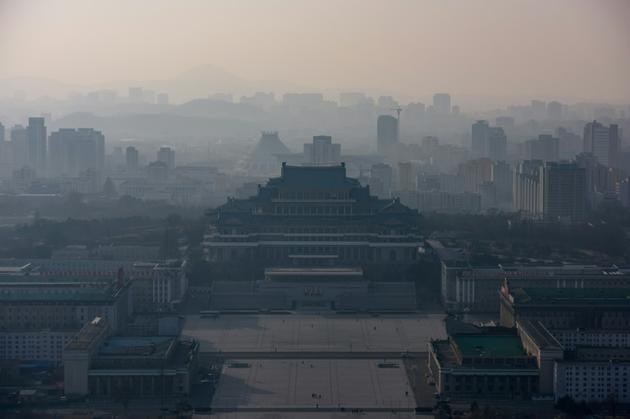 Vue de la place Kim Il Sung et de Pyongyang, le 9 mars 2019 [Ed JONES / AFP]