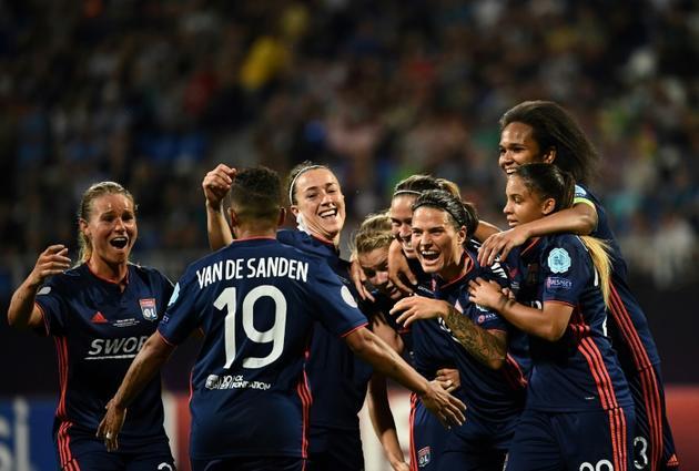 La joie des Lyonnaises après le 4e but inscrit par Camille Abily face à Wolfsburg, en finale de la Ligue des champions le 24 mai 2018 à Kiev [FRANCK FIFE / AFP]