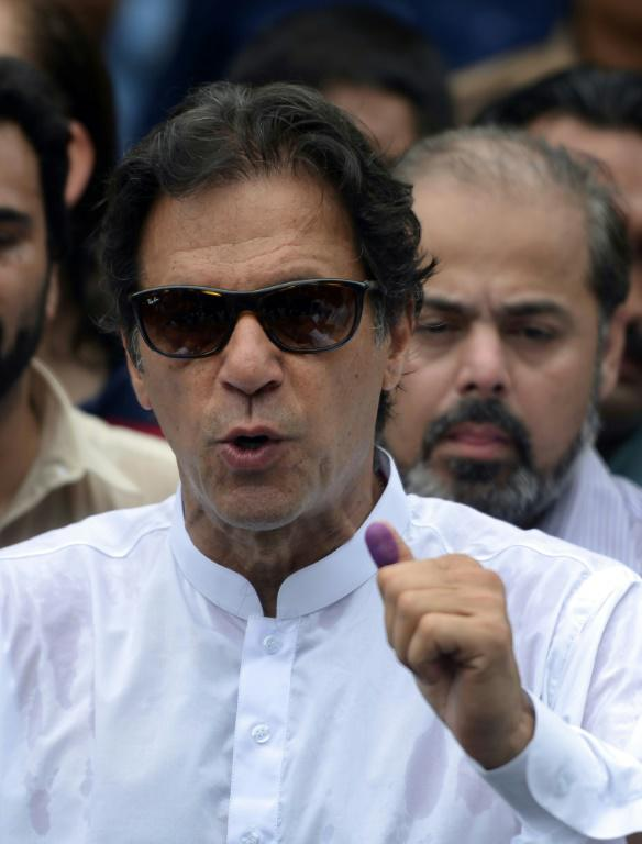 L'ancienne gloire du cricket Imran Khan, chef du PTI, à Islamabad le 25 juillet 2018</p> <p> [AAMIR QURESHI / AFP]