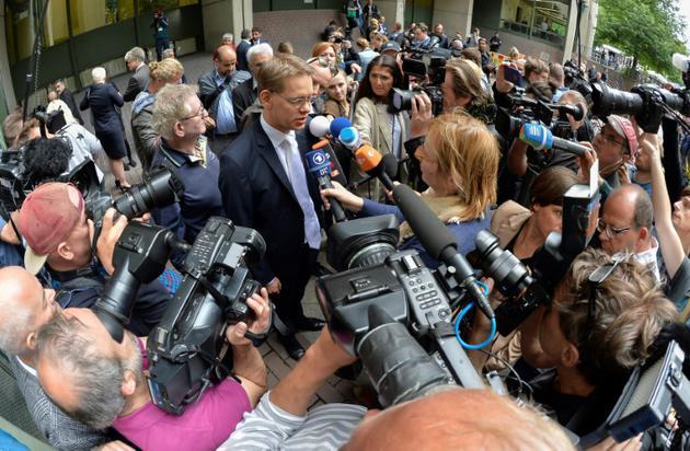 Wolfgang Heer, avocat de Beate Zschaepe, parle aux médias après le verdict à Munich le 11 juillet 2018 [GUENTER SCHIFFMANN / AFP]