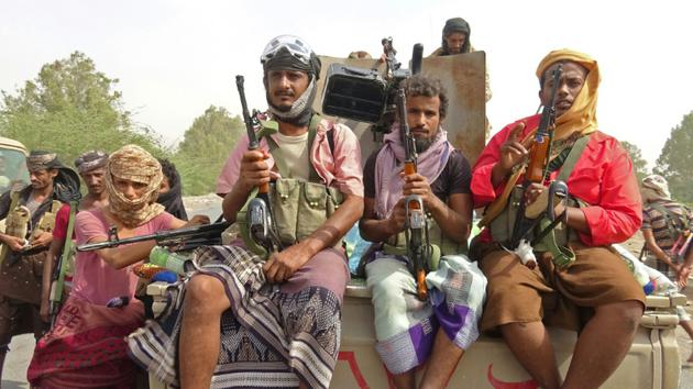 Les forces progouvernementales du Yémen, ici en périphérie de la ville portuaire de Hodeida le 9 novembre 2018, veulent reprendre le contrôle de la cité aux mains des Houthis [STRINGER / AFP]